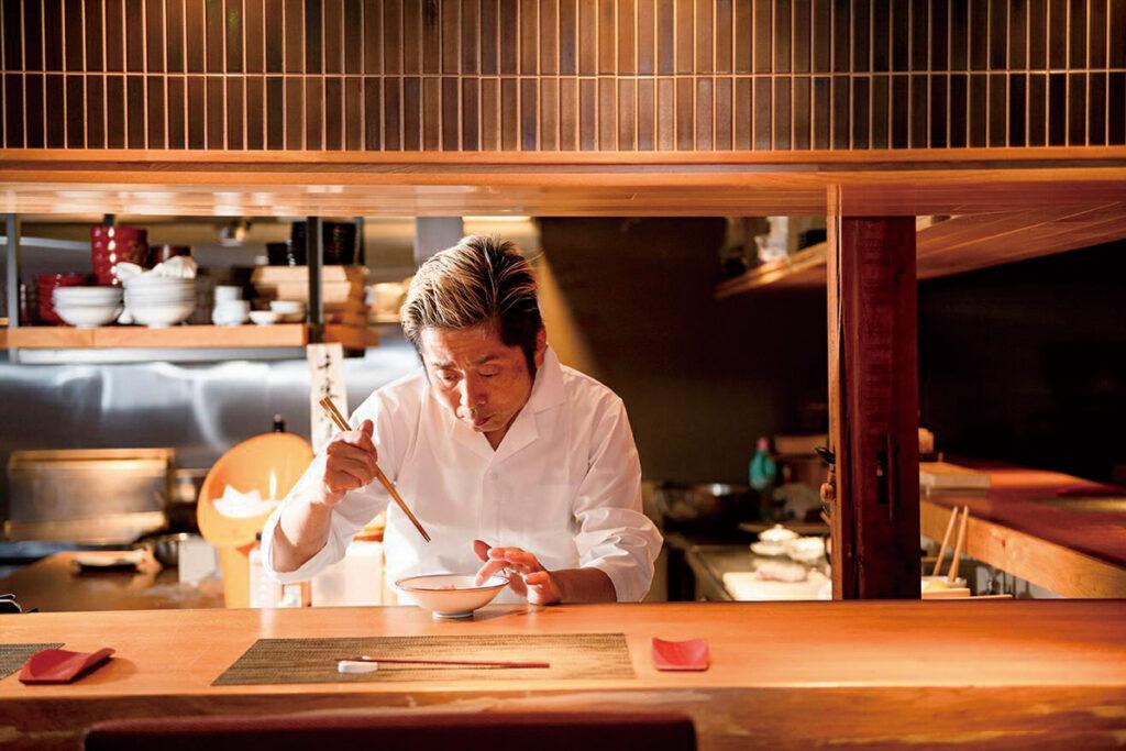 店主 友永/昭和初期の旅館をリノベーションした店内でお楽しみ下さいませ
